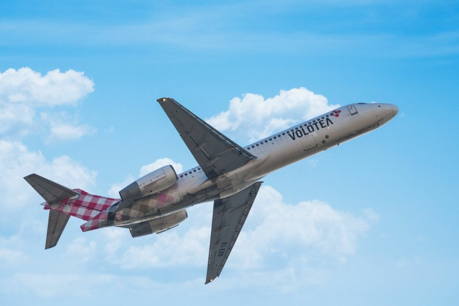 Volotea Boeing 717 aircraft taking off