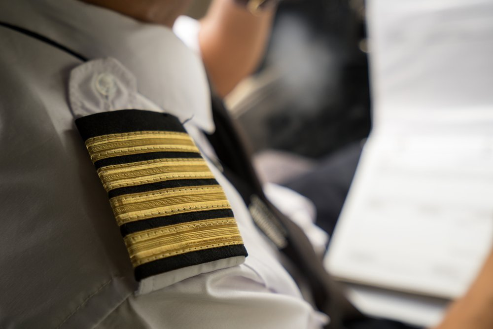 What do the number of stripes on a pilots uniform mean?