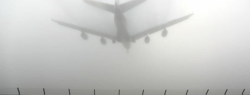 Can planes land in thick fog?