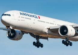 What speed does the Boeing 777 take off and land?