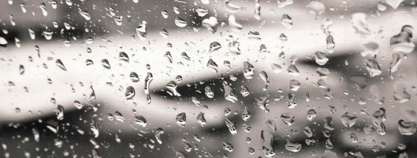 Can a commercial passenger jet land in heavy rain?
