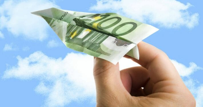 A look at the different ways to pay for your commercial flight training